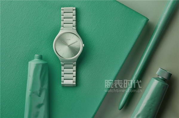 Rado瑞士雷達表True Thinline真薄系列幻彩高科技陶瓷腕表情境圖1
