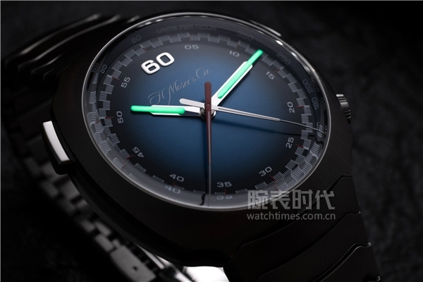 Streamliner Flyback Chronograph Automatic Funky Blue_6902-1201_Lifestyle_04