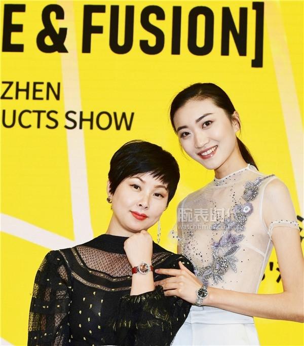 宝时捷总经理王淑雷女士(左)与超模合影