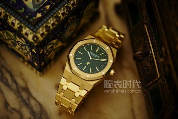 Audemars-Piguet-Royal-Oak-Extra-Thin-The-Hour-Glass-Limited-Edition-Timepiece-8-768x512