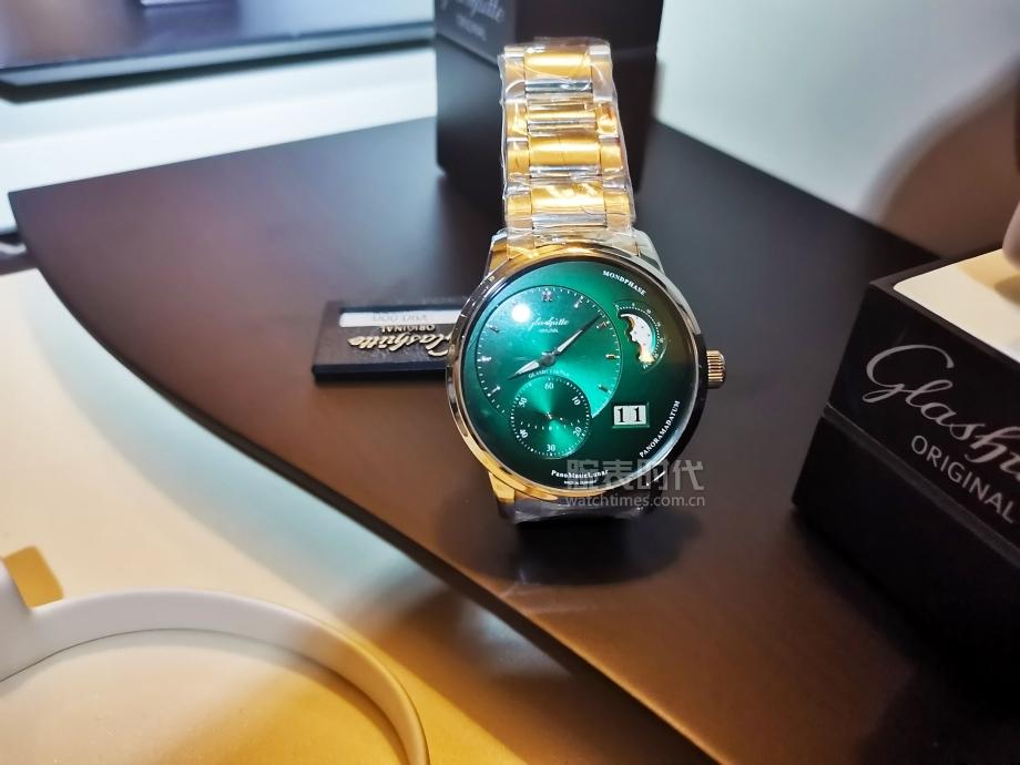 格拉苏蒂原创的所有2020新款腕表中,还是它最显眼