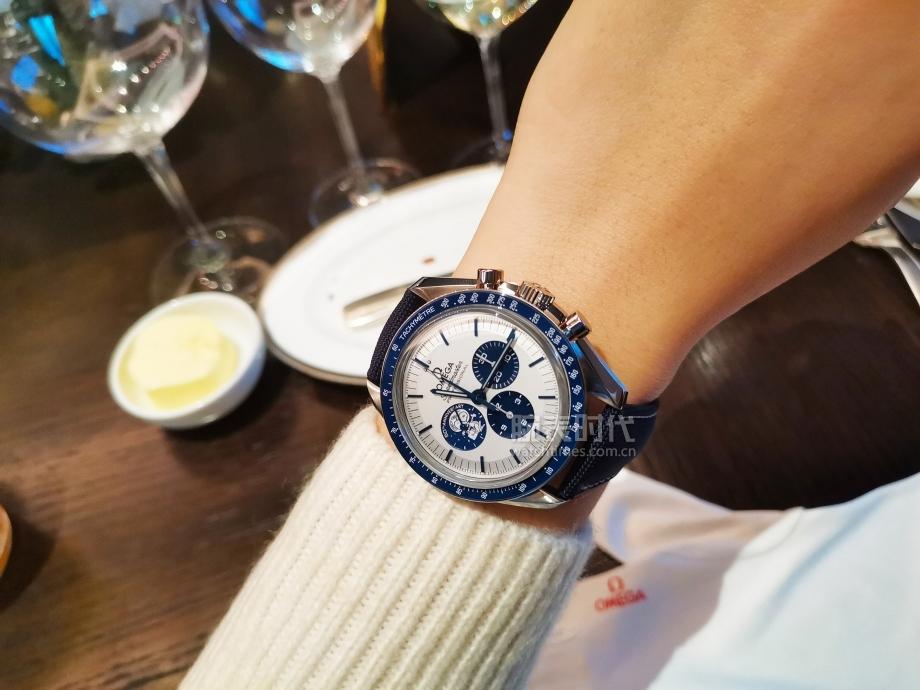 """戴上就不想摘下,欧米茄""""史努比奖""""50周年纪念腕表"""