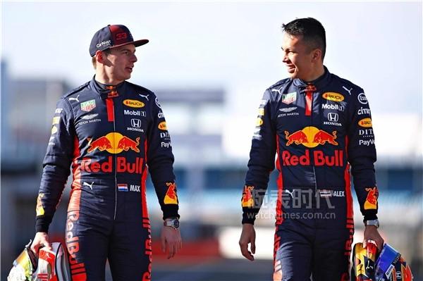 阿斯顿·马丁红牛车队赛车手佩戴TAG Heuer泰格豪雅F1(Formula 1)系列 阿斯顿马丁红牛车队特别版腕表