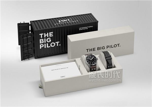 2. IWC萬國表全新飛行員系列腕表推出線上獨家限量禮盒(型號:IW329301)