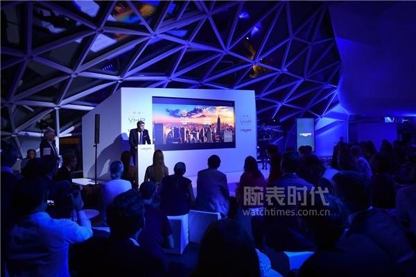 浪琴表全球副总裁兼市场总监胡安·卡洛斯·卡佩里先生出席康卡斯系列V.H.P.GMT光感设置腕表全球发布会