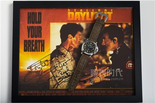 沛纳海Luminor庐米诺系列PAM5218-201A(47号拍品)、《十万火急》于1996年发行的原版电影宣传照及史泰龙先生亲笔签名