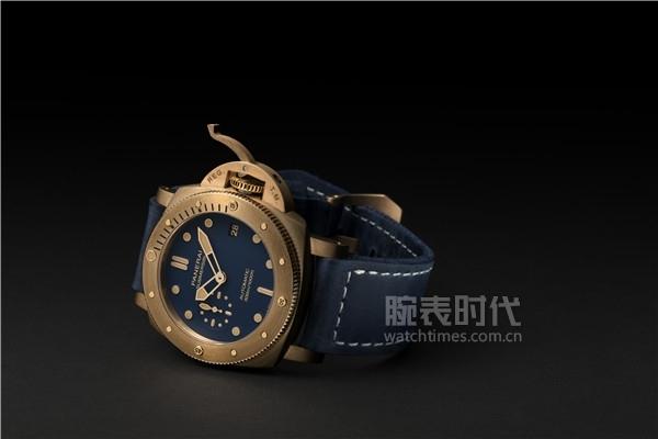 沛纳海Submersible Bronzo Blu Abisso潜行系列青铜腕表(PAM01074)_情景图 (1)