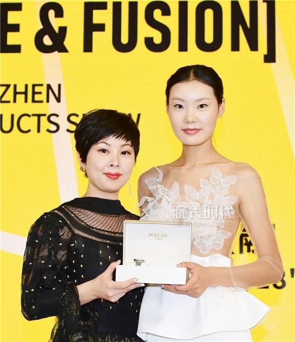 宝时捷总经理王淑雷女士赠与《爱上超模2》冠军 赵家彤宝时捷腕表