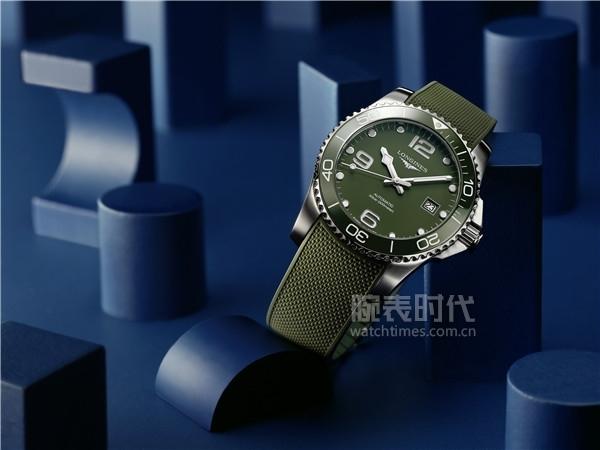 浪琴表康卡斯潛水系列綠色腕表_L3.781.4.06.9情境圖2