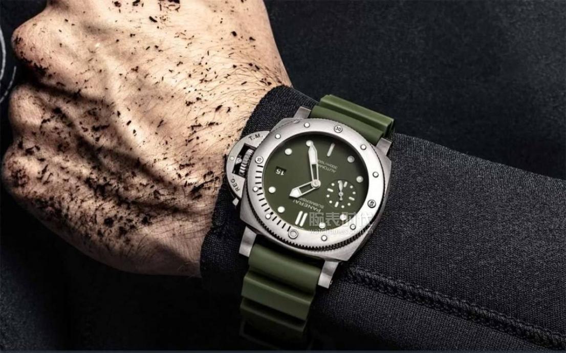 Panerai-Submersible-Verde-Militare-PAM01055-007