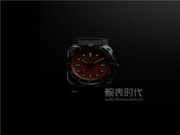 K10-02-BR03-diver-orange-NUIT