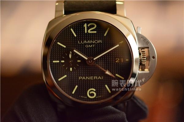 与时尚同行,实拍沛纳海PAM535两地时手表_第一感觉