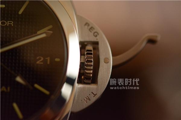 与时尚同行,实拍沛纳海PAM535两地时手表_护桥