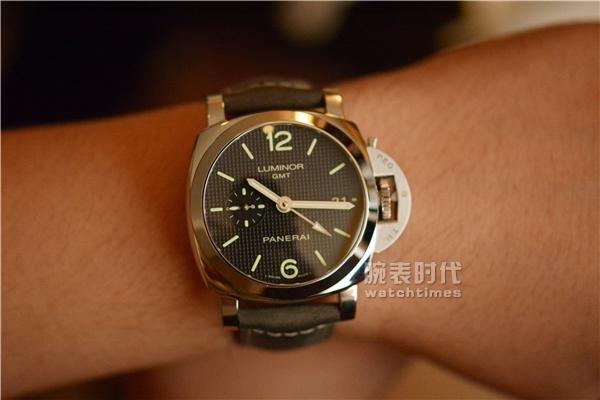 与时尚同行,实拍沛纳海PAM535两地时手表_上手体验
