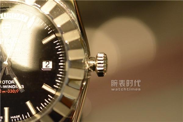 帝舵经典星期日历款男士手表实拍评测_旋入式表冠