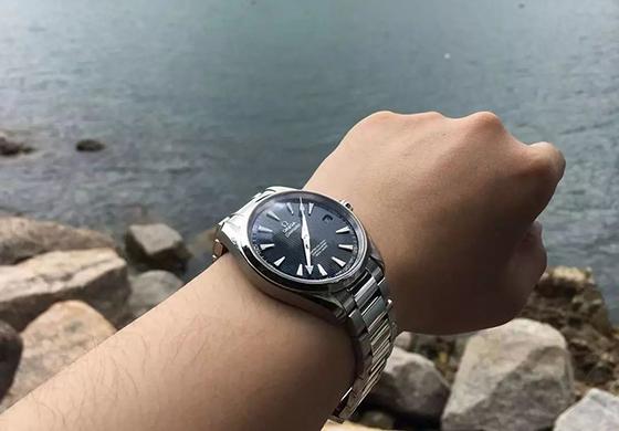 【秀表堂】热门之选,欧米茄海马AQUA TERRA 150米蓝盘腕表